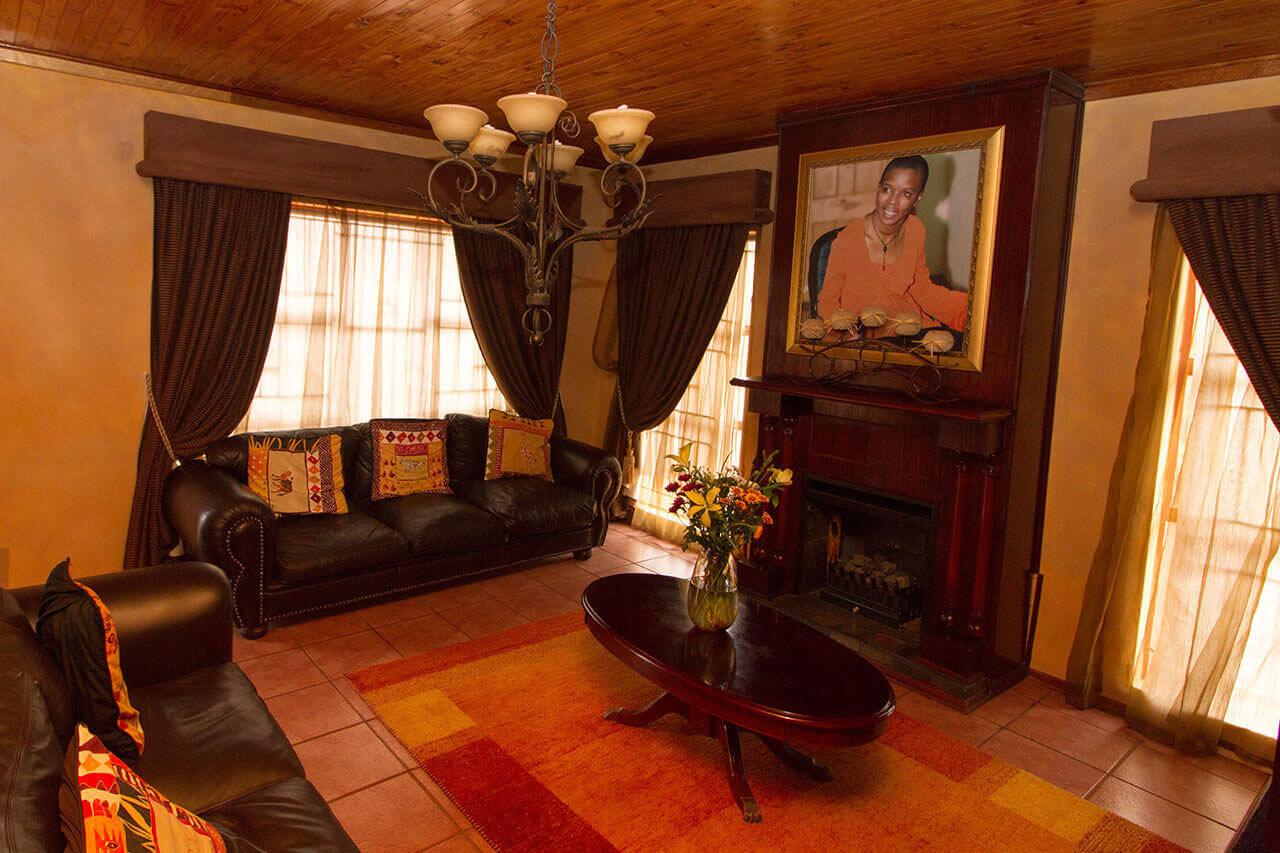 nthabiseng molongoana - Lenthas Lodge 7 - Vrouekeur portraits of Nthabiseng Molongoana